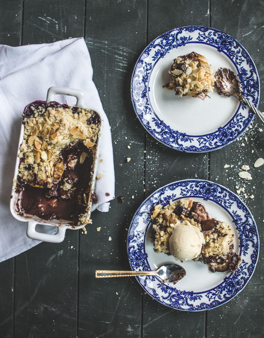 peach, blueberry and chocolate crumble